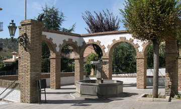 Turismo | Lugares de Interés | Plaza de la Iglesia | Cenes de la Vega