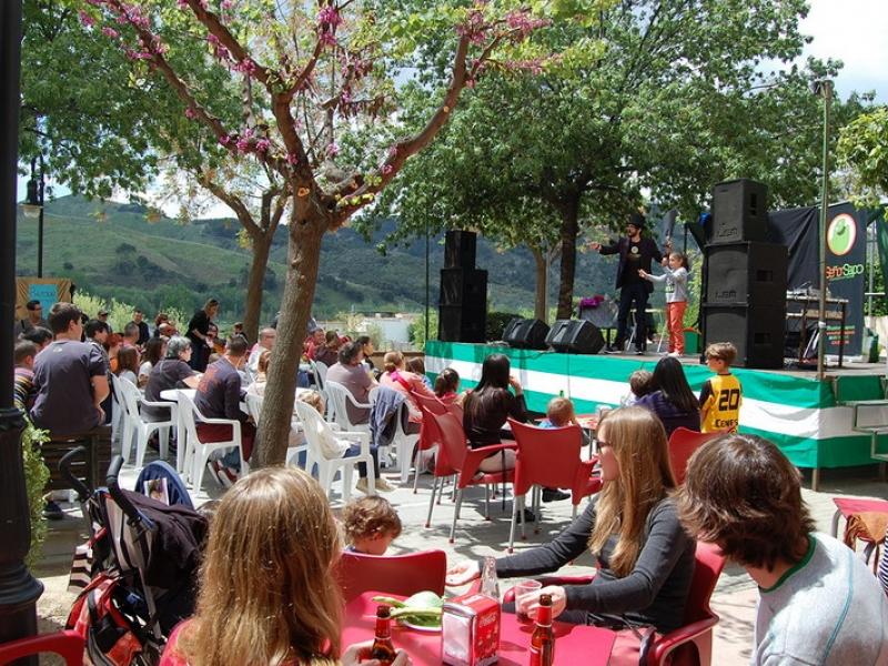 La celebración de la Feria de la Haba y del Día de la Cruz cierran la Semana Cultural en Cenes de la Vega