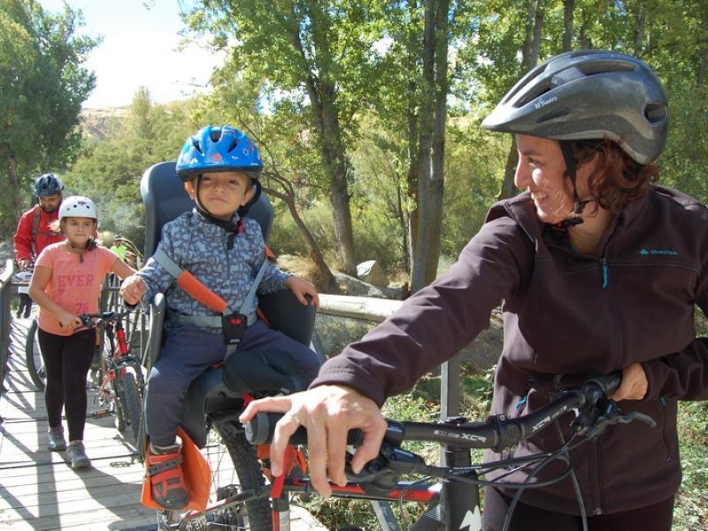 Cenes de la Vega acoge la I Ruta Familiar en bici que conjuga el disfrute de la naturaleza y el deporte