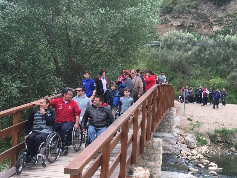 Un centenar de participantes en la I Ruta de Senderismo adaptado reivindican el disfrute sin barreras de los espacios naturales