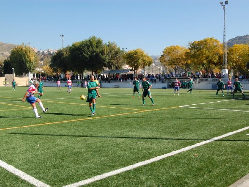 Cenes de la Vega acoge un partido de veteranos del Granada CF y del Real Betis contra la ELA