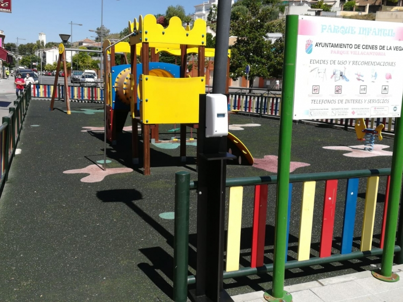Parque infantil en Avenida Sierra Nevada